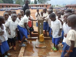 Fontana nr 21 presso la Scuola elementare Nyabangere