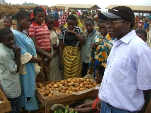 Pierre al mercato Mugogo