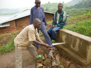 Realizzazione acqua a Kimbulu Butembo 011